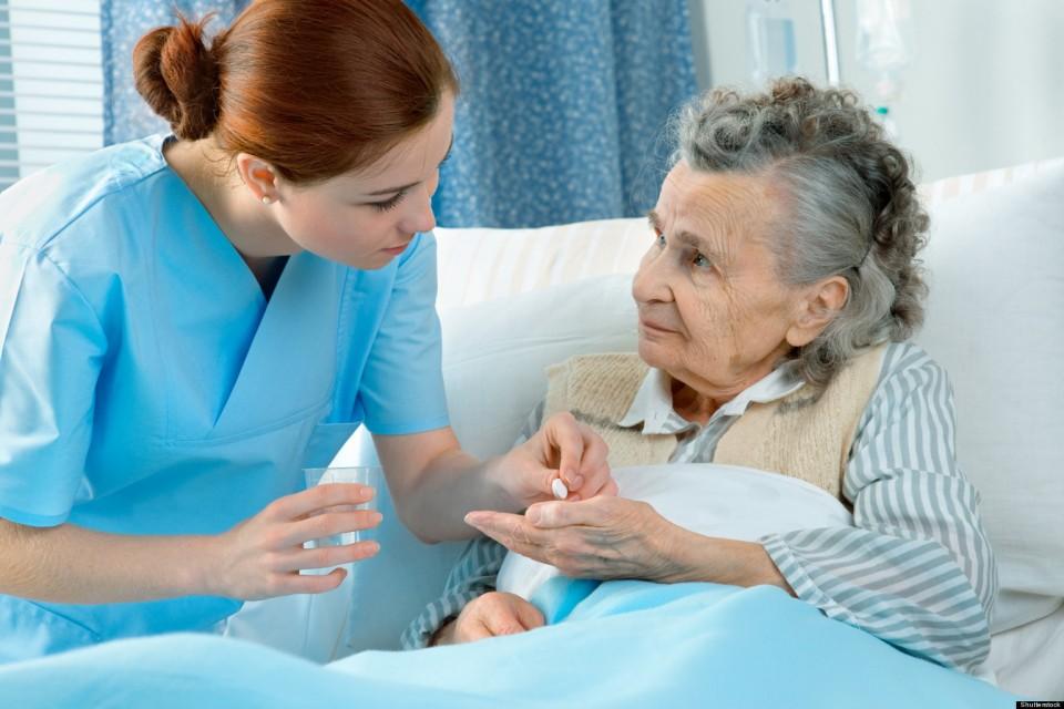 Ngừng tuyển dụng hệ trung cấp trong ngành Y tế đến năm 2021