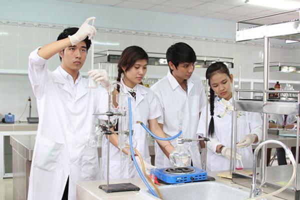Trường Cao đẳng Dược Hà Nội : Sức hút của ngành Dược  nghề chọn người
